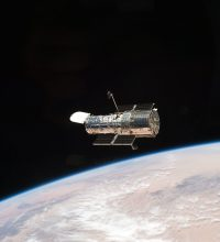 Hubble Space Telescope Launched (physics events of april 25)